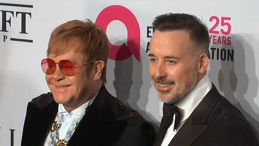 إلتون جون يجمع نحو 4 مليون دولار في حفله السنوي لمحاربة الإيدز