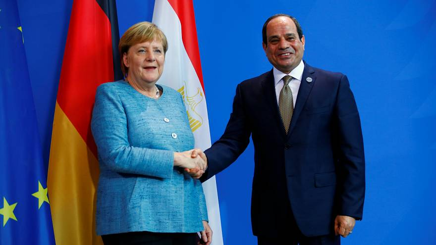 السيسي يطلب مراجعة قانون الجمعيات غير الحكومية في مصر