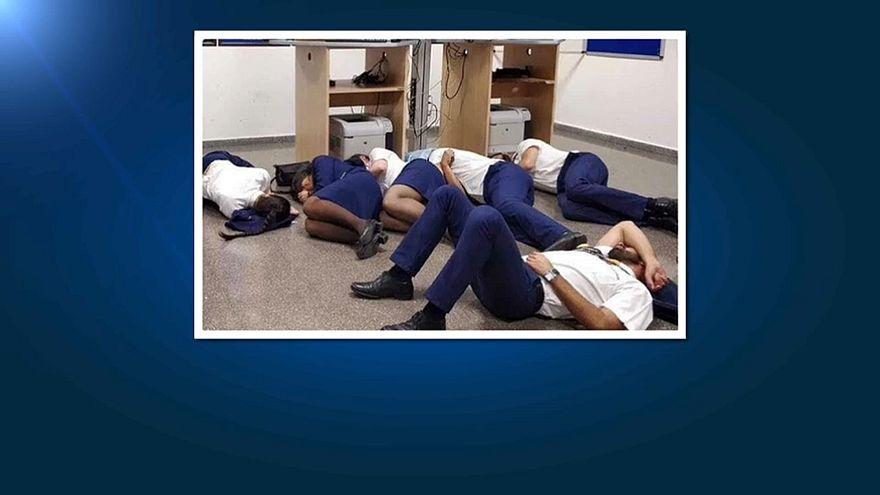 Ryanair havaalanında yerde uyuyan çalışanlarını işten çıkardı
