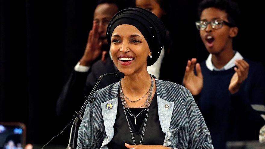 فيديو: أوّل كلمة للّاجئة الصومالية إلهان عمر بعد وصولها إلى الكونغرس