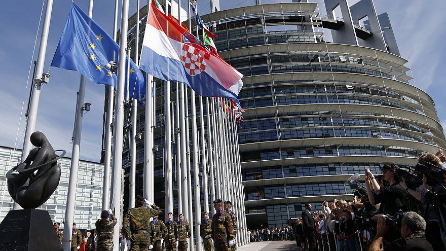 رئیس جمهوری فرانسه خواستار تشکیل ارتش واحد اروپا شد