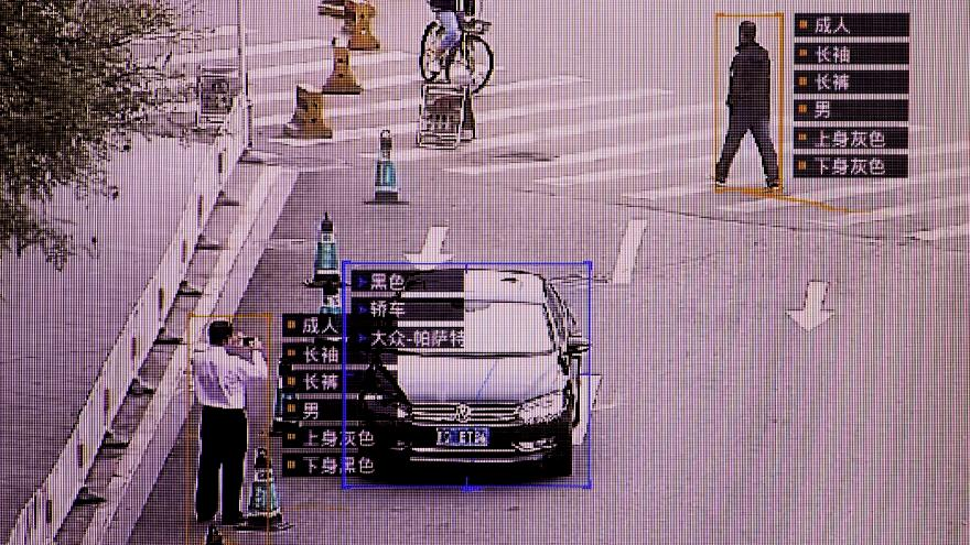 Çin polisi insanların yürüyüş şeklinden kimlik tespiti yapabiliyor