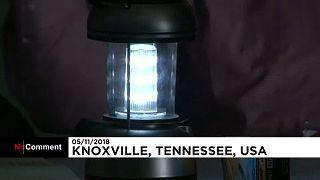 Midterms 2018 : voter à la lueur d'une simple lampe de camping