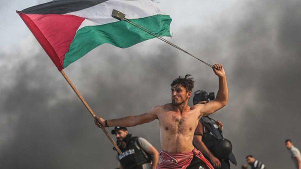 """الجيش الإسرائيلي يصيب """"أيقونة المقاومة الفلسطينية"""" بالرصاص الحي"""