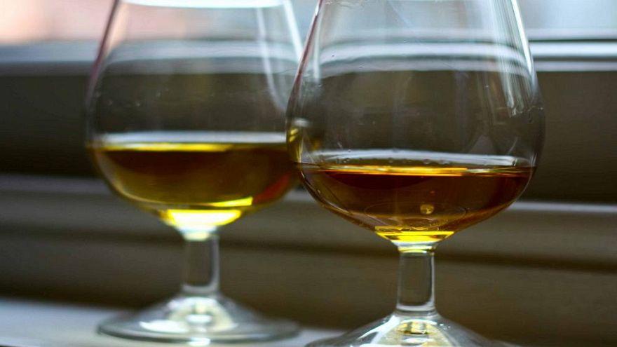Çin'de bir mezarda 2 bin yıllık 3.5 litre şarap bulundu