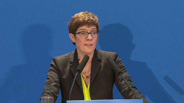 """""""Merkel II"""" apresenta candidatura à liderança da CDU"""