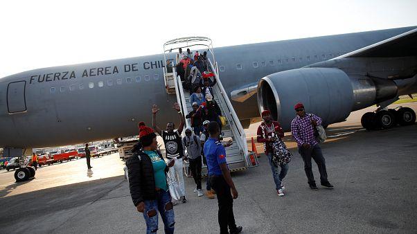 Şili'den gönderilen Haitili göçmenler tehcir ve ırkçılık tartışması başlattı
