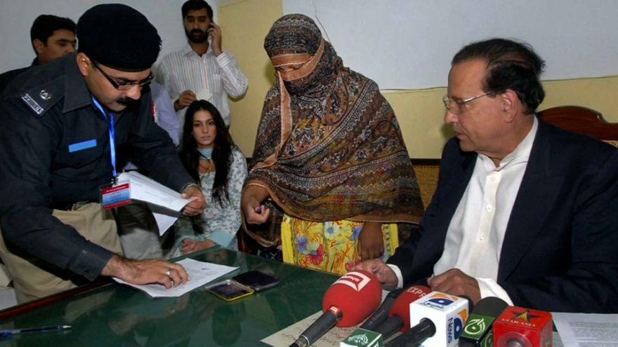 Asia Bibi libera ma ancora in Pakistan