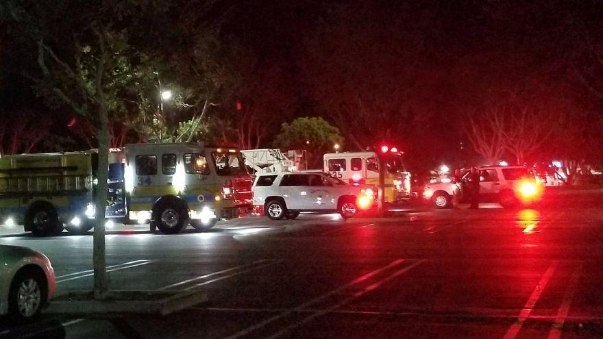 Lövöldözés egy kaliforniai bárban