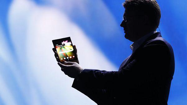 Samsung: Παρουσίασε ένα κινητό που διπλώνει!