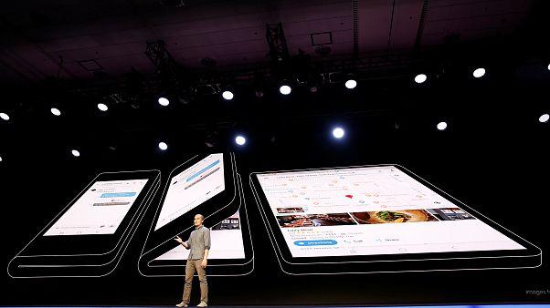 Halb Handy, halb Tablet: Samsung stellt faltbares Smartphone vor