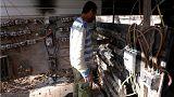 یک تکنسین برقکار در بغداد