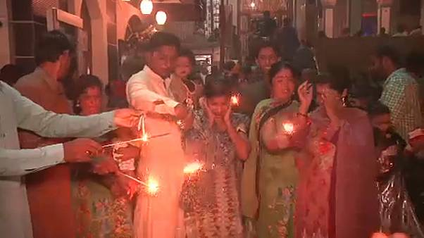 Hindus celebram o Diwali