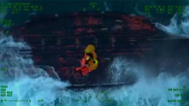 حادثه در کانال مانش؛ گارد ساحلی چهار ماهیگیر را نجات داد