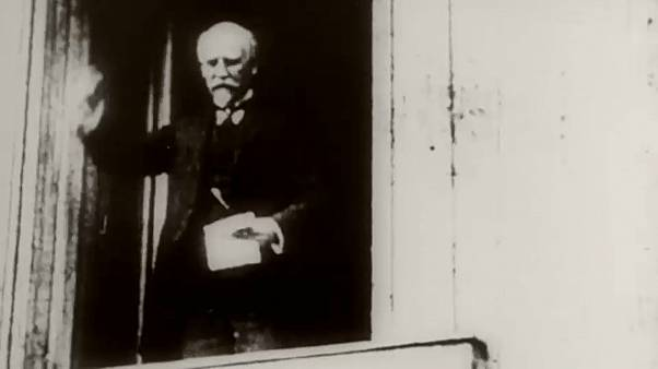 9. November 1918, Berlin: Philipp Scheidemann ruft die Republik aus