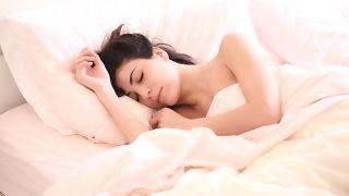 دراسة: السهر قد يعرضكِ لسرطان الثدي
