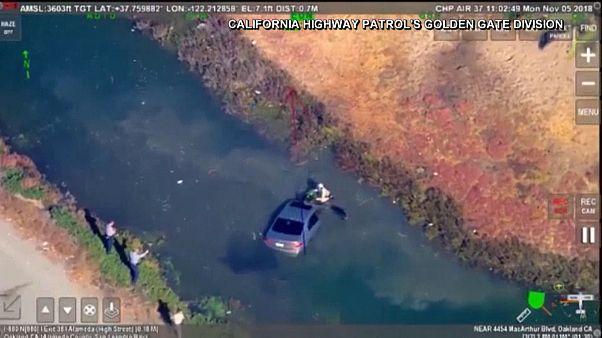 شاهد: أمريكي يسقط بسيارته في مياه نهر في كاليفورنيا هربا من ملاحقة الشرطة