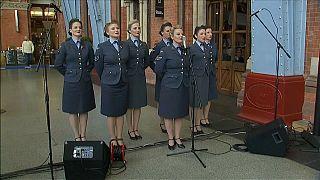 الموسيقى لأجل استعادة الروح البريطانية المتضامنة زمن الحرب