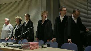 ألمانيا: نحو ثلاثين شخصا أمام القضاء بتهمة إساءة معاملة اللاجئين
