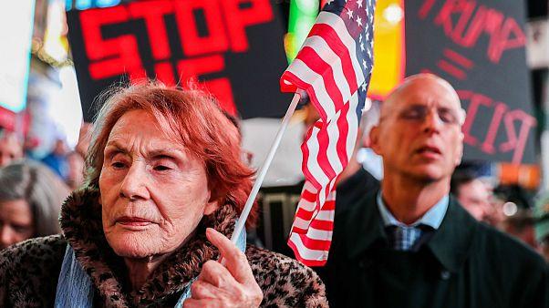 New York'ta binlerce kişi Trump yönetimini protesto etti