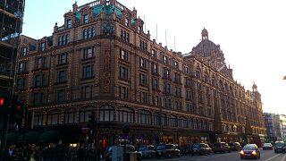 بريطانيا تفرج بكفالة مشروطة عن امرأة أنفقت الملايين في متاجر هارودز