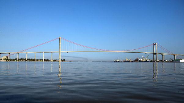 Moçambique inaugura maior ponte suspensa de África