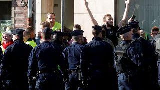 پلیس فرانسه مردی را به دلیل اهانت به رئیس جمهوری بازداشت کرد