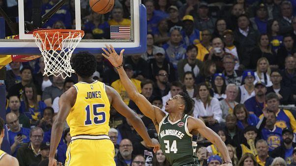 Warriors gegen Bucks: Curry bei 111:134-Pleite verletzt