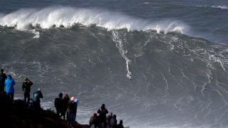 Surf de gros : chasseurs de vagues et de records
