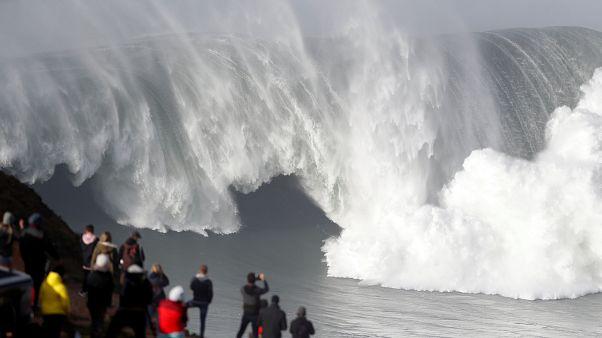 Grant Baker conquista ondas gigantes da Nazaré