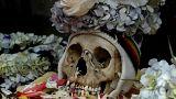 Bolivya'da 'Kafatası Günü': Ölü akrabaların kafataslarıyla dans