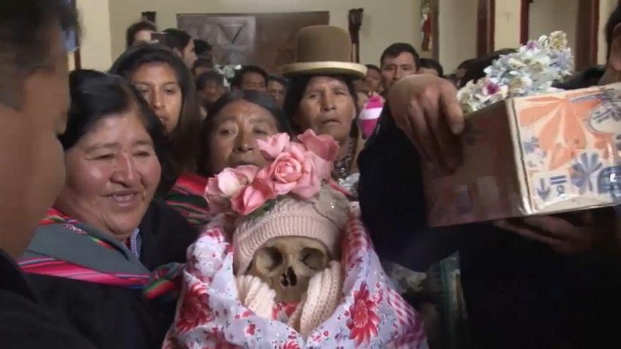 شاهد: البوليفيون يحتفلون بقداس الجماجم