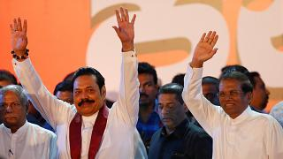 Yeni atanan Başbakan Mahinda Rajapaksa ve Devlet Başkanı Sirisena