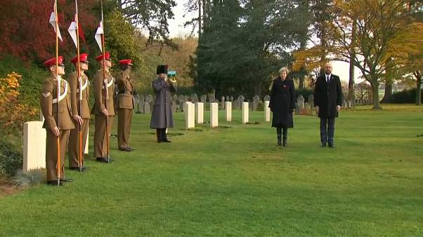 Theresa May et Charles Michel honorent les morts de la Première guerre mondiale
