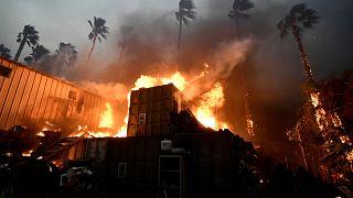 Incêndios na Califórnia: Mais de 150 mil pessoas abandonam as casas