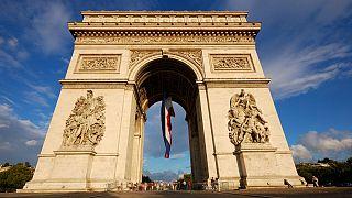 اعتراض فعالان فمن زیر طاق پیروزی به حضور «جنایتکاران جنگی» در پاریس