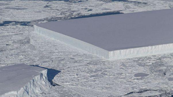ناسا تكشف سر تشكل الجبل الجليدي المستطيل الذي أثار إعجاب العالم