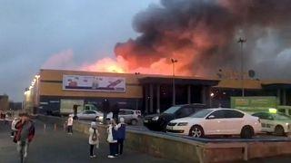 Aparatoso incendio en un supermercado de San Petersburgo