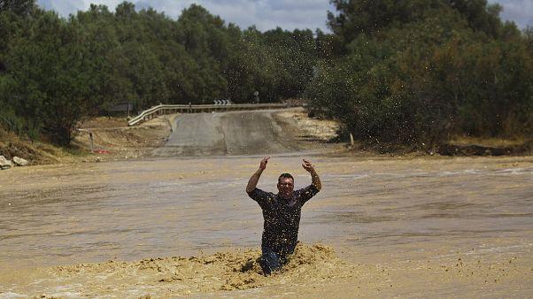 """فيضانات في كيبوتس """"زيليم"""" بصحراء النقب جنوب إسرائيل"""