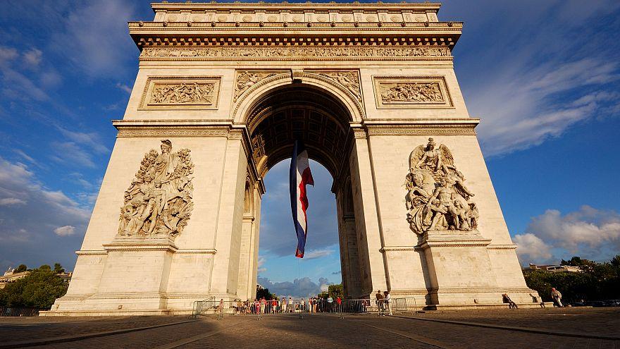 FEMEN de Paris'te: 'Barış yanlısıymış gibi görünen gerçek diktatörler hoş geldiniz'