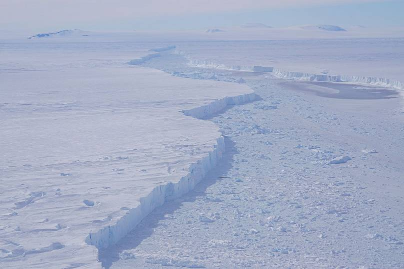 NASA told about the history of the rectangular iceberg