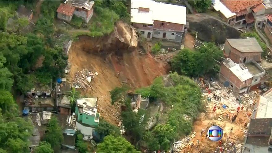 Оползень в трущобах Рио
