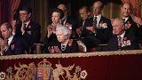 Queen Elizabeth und Prince Charles applaudieren den Musikern