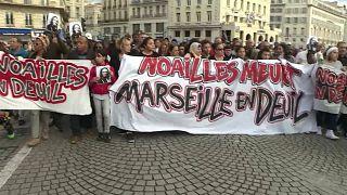 Marsiglia: nuovo crollo, balcone cede al passaggio della 'marcia bianca'