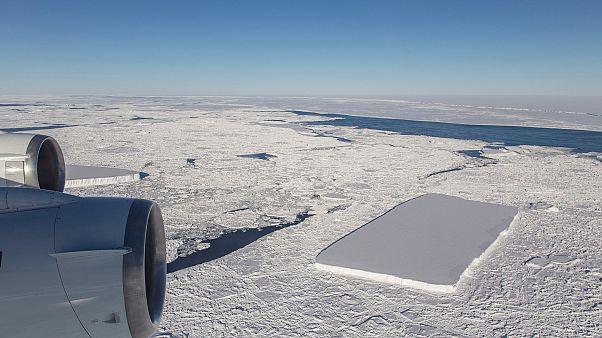 ناسا از کشف یک کوه یخی به اندازه سه برابر وسعت منهتن خبر داد