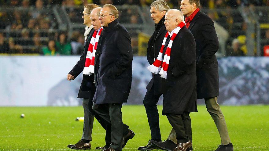 Bayern-Bosse not amused: Rummenigge und Hoeneß bei 3:2 mit Bier beschüttet