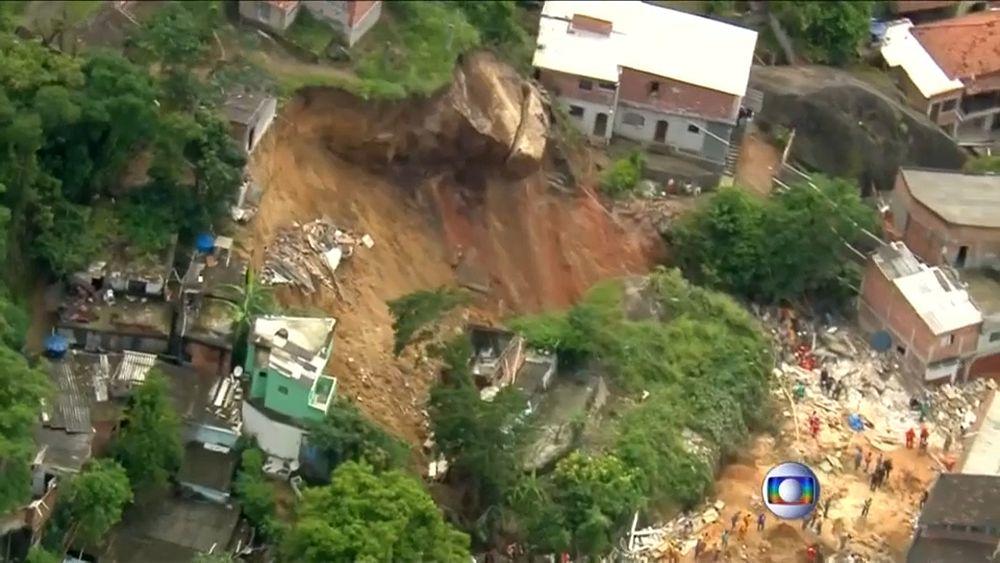 Девять домов и пиццерия разрушены оползнем в Бразилии