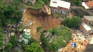 شاهد: مقتل عشرة أشخاص على الأقل في انهيار أرضي بالبرازيل