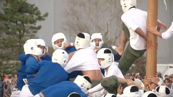 Késhegyre menő botaosi-meccs Japánban