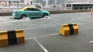 Intensas precipitaciones inundan Doha y paralizan Catar
